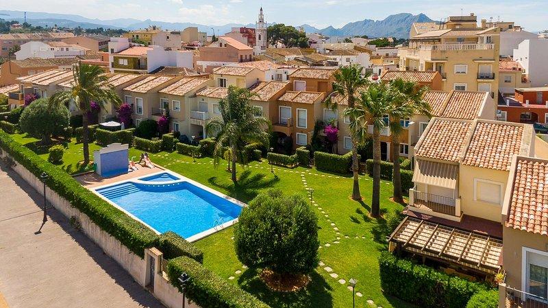 Charming 4-Bed Villa in Denia, vacation rental in Muntanya la Sella