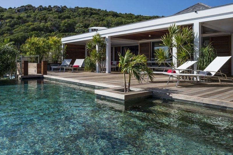 Villa Black Pearl | Ocean View - Located in Magnificent Marigot with Private P, Ferienwohnung in Marigot