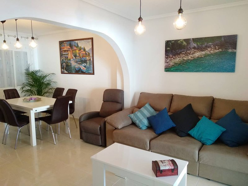 Amazing house with shared pool, location de vacances à Monte Faro