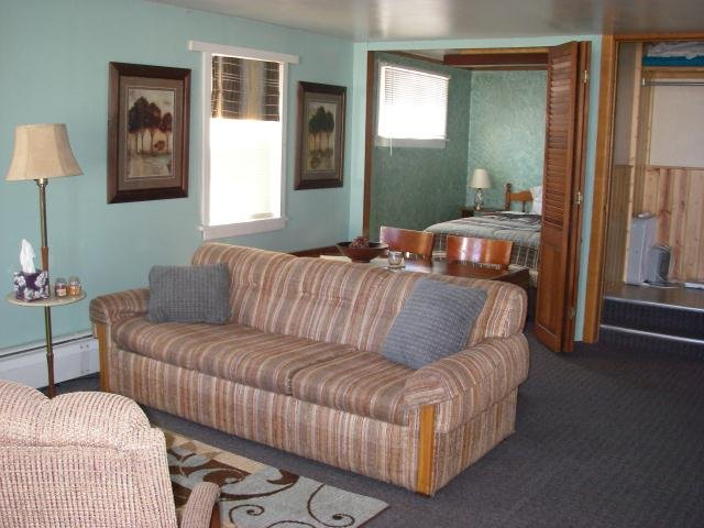 Northwoods Resort Unit 4 - 1 Bedroom, holiday rental in Calumet