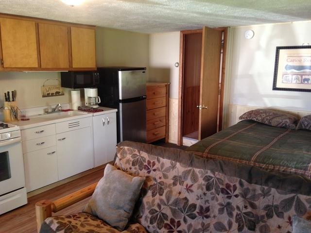 Northwoods Resort Unit 5 - 1 Bedroom, holiday rental in Calumet
