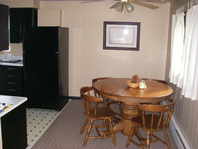Northwoods Resort Unit 8 - 2 Bedrooms, holiday rental in Calumet