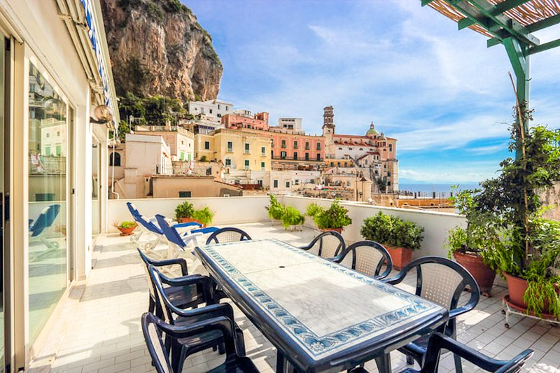 LivingAmalfi: Sirens house, sea view, wifi, AC, close to beach and restaurants, aluguéis de temporada em Atrani