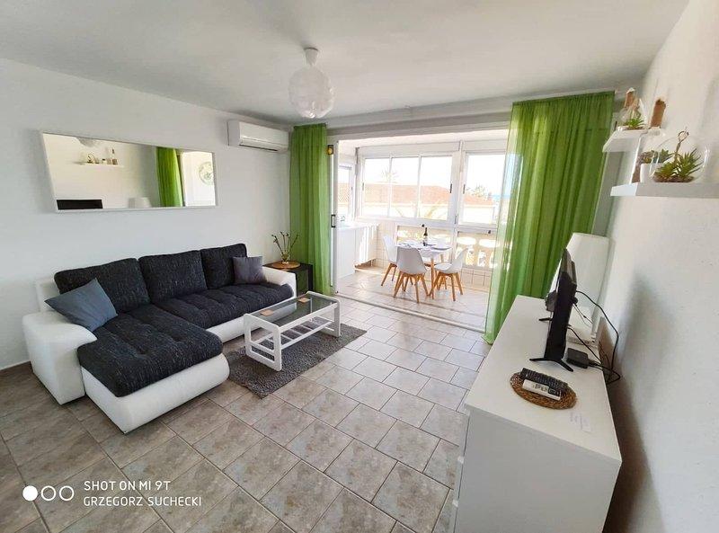 Los Europeos - Apartment with Seaview - only 200 metres from the beach - La Mata, alquiler vacacional en La Mata