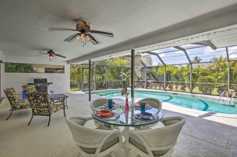 NEW! Coastal Retreat w/Backyard Oasis, 4Mi to Dwtn, location de vacances à Cape Coral