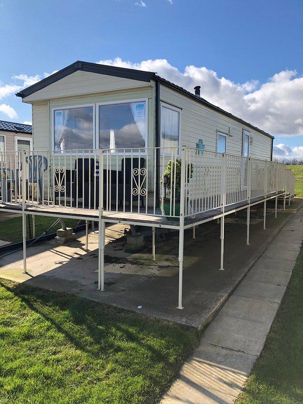 3 Bedroom Sea View Caravan To Hire - Thornwick Bay, vacation rental in Bridlington