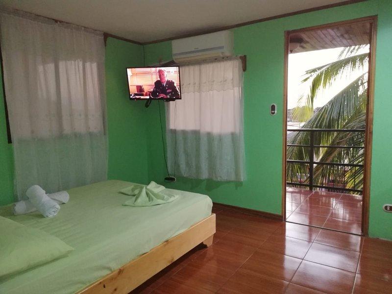 Apartamento equipado con terraza, holiday rental in Canas