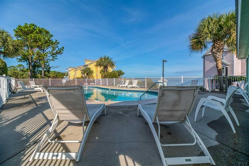 Wonderful 2 BR Waterfront Home w/Beach, Sleep 6, Bayfront, holiday rental in Lillian