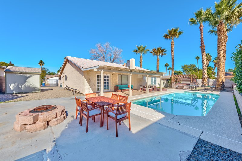 Charming & Stylish home can accommodate 10 guests!, location de vacances à Henderson