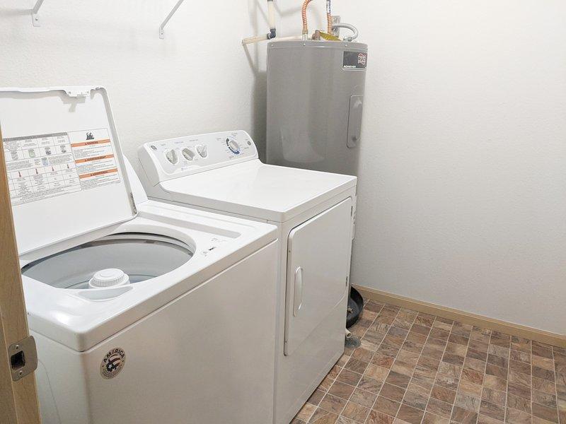Na lavadora e secadora da unidade