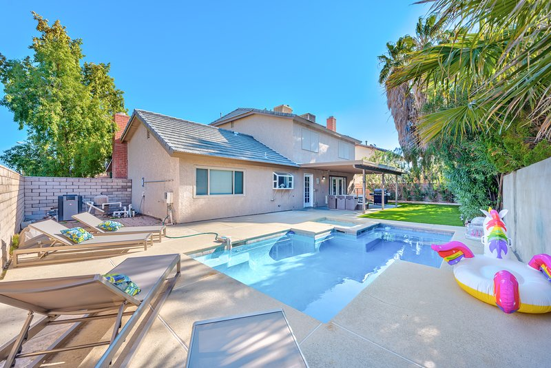 Welcome to your Dream Home, up to 12 guests!, holiday rental in Boulder City