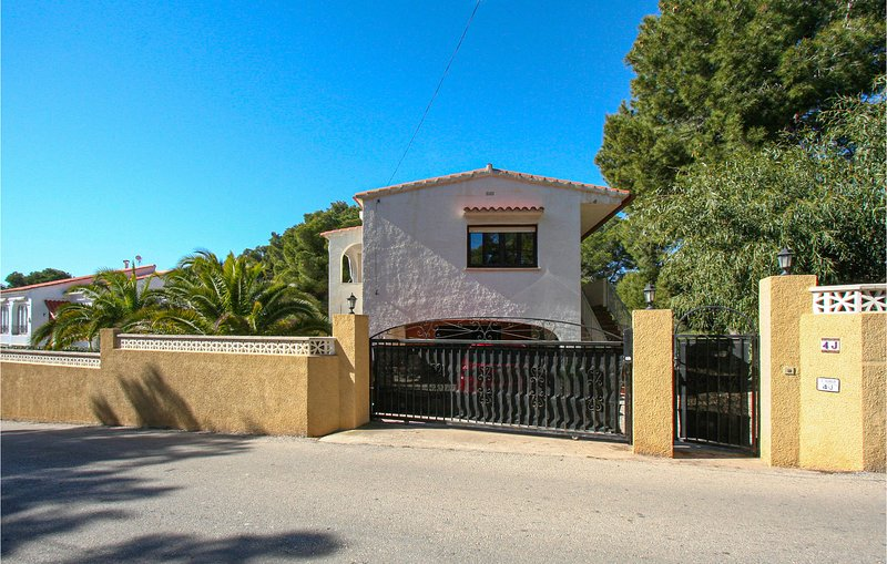 Amazing home in Calp with WiFi and 3 Bedrooms (EBI291), holiday rental in La Llobella
