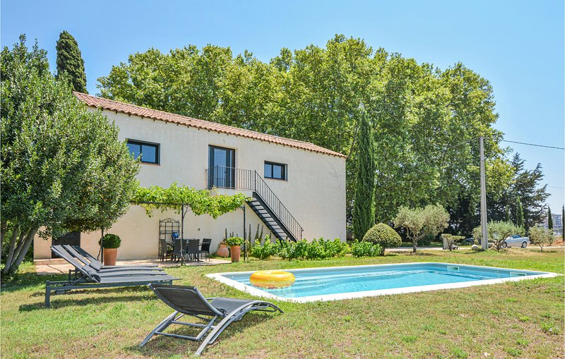 Awesome apartment in Berre l'Etang with Outdoor swimming pool, WiFi and Outdoor, holiday rental in Berre l'Etang