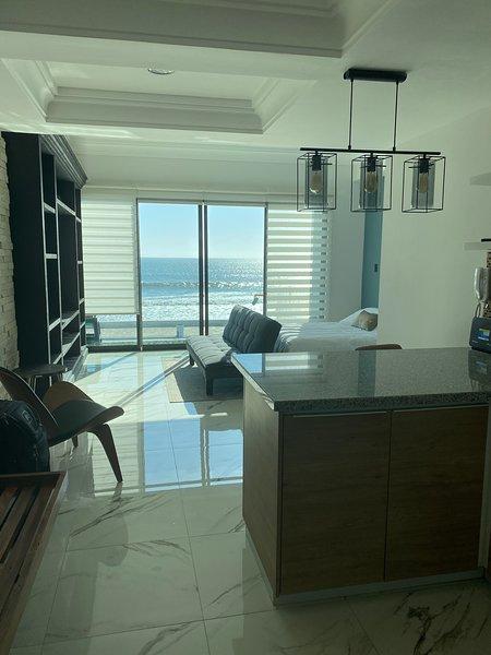 Luxury Ocean Front Condo, location de vacances à Mazatlan
