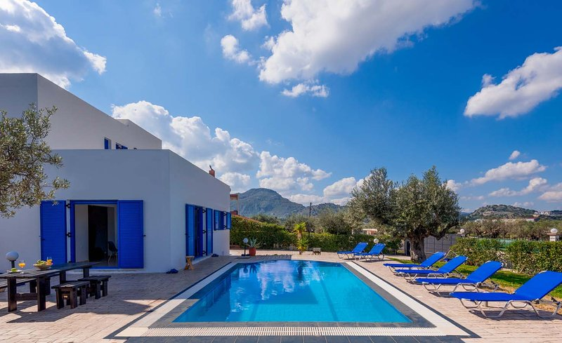 Blue Moon Villa, holiday rental in Kolympia
