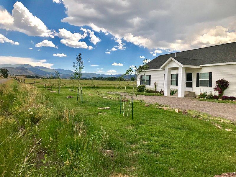 La Casa Del Norte, Family Friendly House on Organic Farm, location de vacances à Del Norte