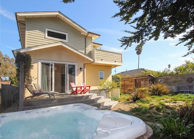 Pleasure Point Retreat | Hot Tub, Balcony Views & Game Room | Walk to Beach, location de vacances à Soquel