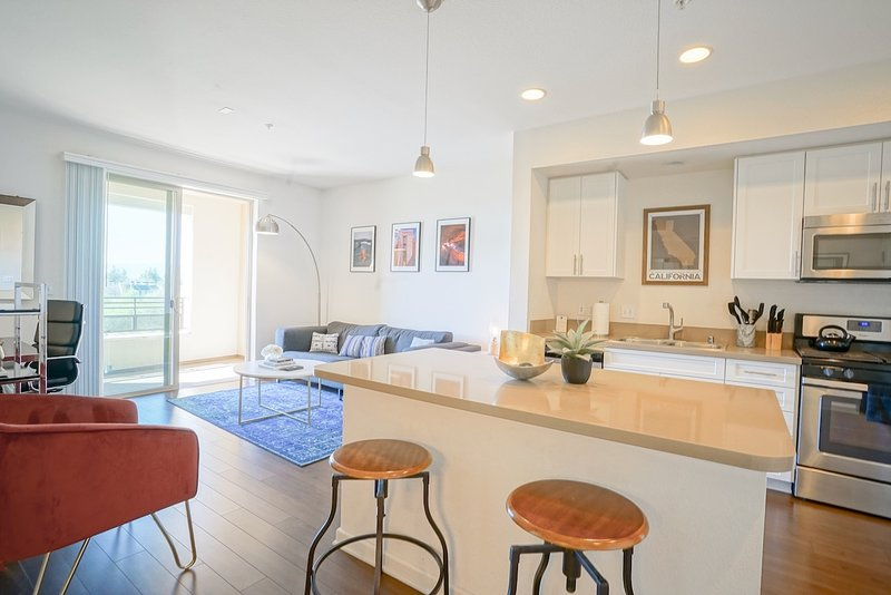 Weclome Home - A Private Urban Flat with Fully Equipped Kitchen & Ample Living Area to Call Home!