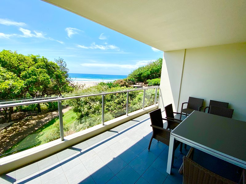 SPACIOUS BEACH PAD – AMAZING OCEAN VIEWS - CABARITA BEACH, holiday rental in Duranbah