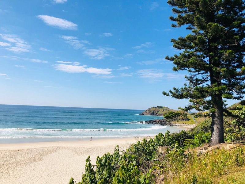 MOUNTAIN VIEWS – XLARGE 2 BEDROOM APART – BEACHFRONT LOCATION - Cabarita Beach, holiday rental in Duranbah