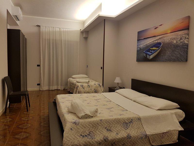 Hotel Baia Del Pescatore (Luxury Triple Room), vacation rental in Talsano