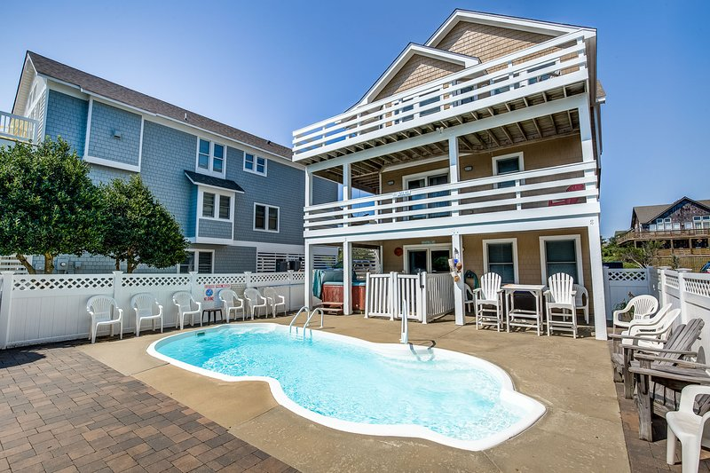 Moby's Landing | 856 ft from the beach | Private Pool, Hot Tub | Nags Head, location de vacances à Nags Head
