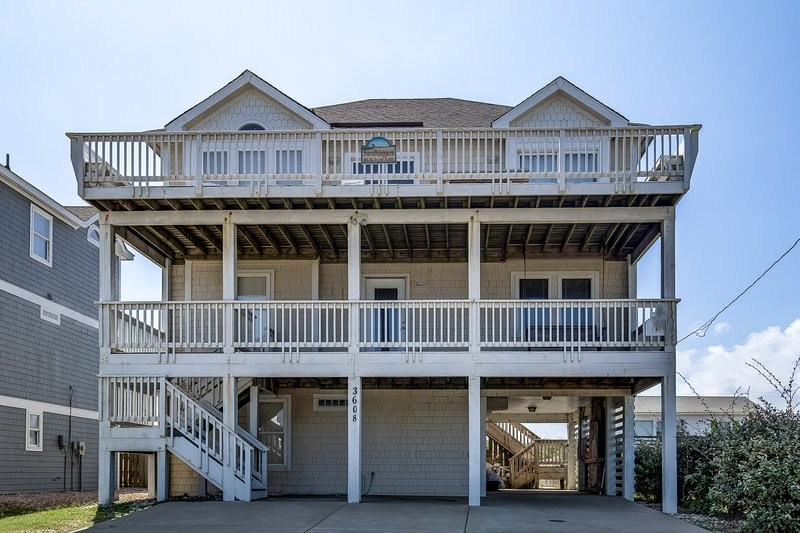 Front Exterior of Sand Baggers Beach House
