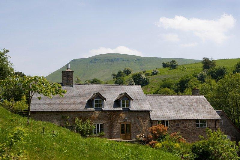 Blaencwm, hidden in a secret valley near Hay On Wye., casa vacanza a Pengenffordd