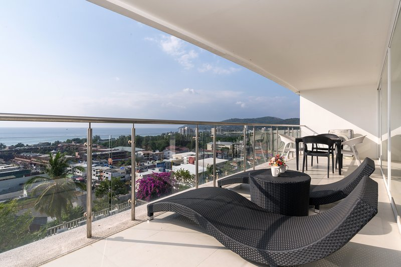 Ocean view condo in Sunset Plaza, holiday rental in Ban Khok Chang