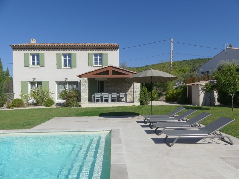 LS4-353 ESTERELLO - Beautiful house with private pool en Provence, 8 people, holiday rental in Saint-Hippolyte-le-Graveyron