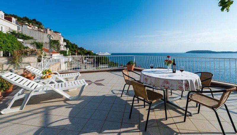 Apartments Matea - Studio with Sea View, casa vacanza a Stikovica