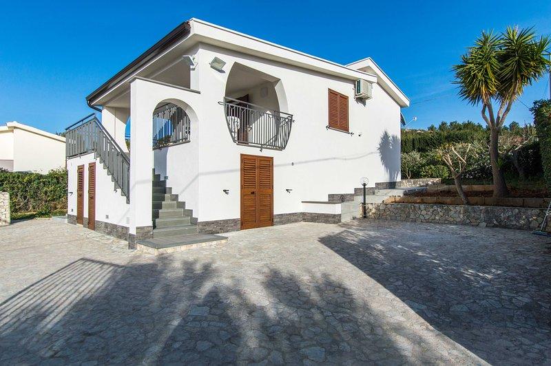 Villa Corallo • Sea View • 150 mt dalla Spiaggia di Guidaloca, vacation rental in Castellammare del Golfo