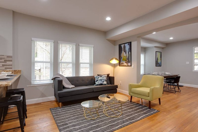 Home School Here | 3BR | Fast Wifi, holiday rental in Hyattsville