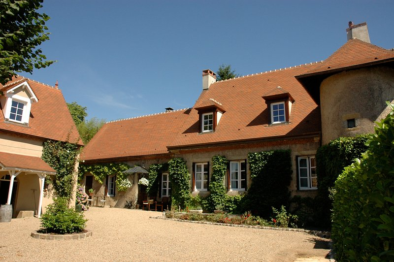 Luxury design holiday home Burgundy Clos Laraison, holiday rental in Uxeau