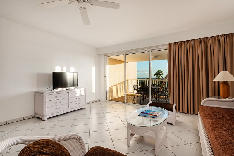 Amazing apartment with shared pool, location de vacances à Cupecoy Bay