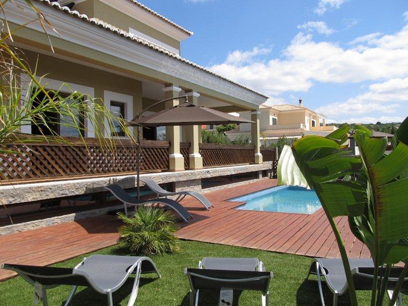 Amazing villa with swimming-pool, casa vacanza a Espargal
