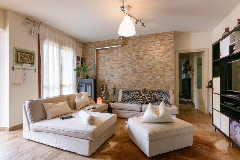 Beautiful apt with balcony & Wifi, casa vacanza a Passignano Sul Trasimeno