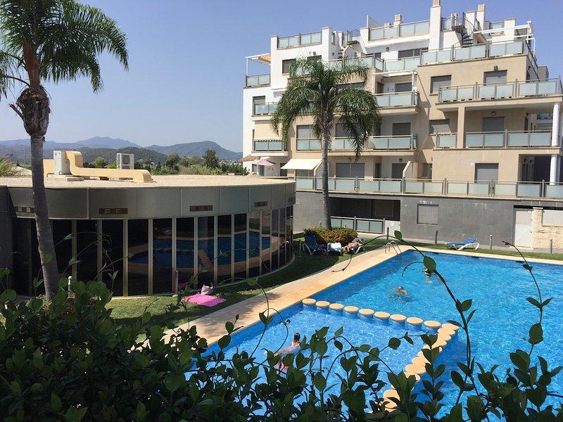 Amplio apartamento dúplex con piscina, holiday rental in Oliva