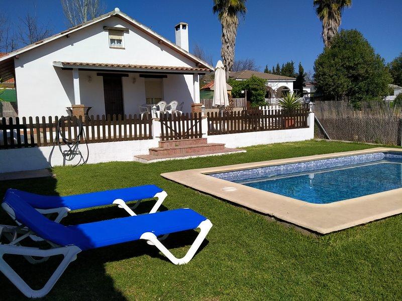 Casa de campo con piscina a 10 minutos de Córdoba, holiday rental in La Rambla