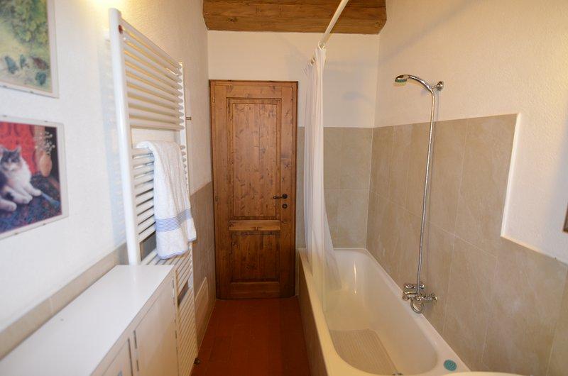 La Casa del Fattore - baño con bañera y ducha