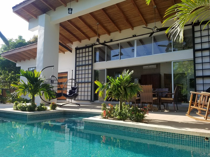 Tropical Modern Minimalist Outdoor Living Paradise, location de vacances à Esterillos Este