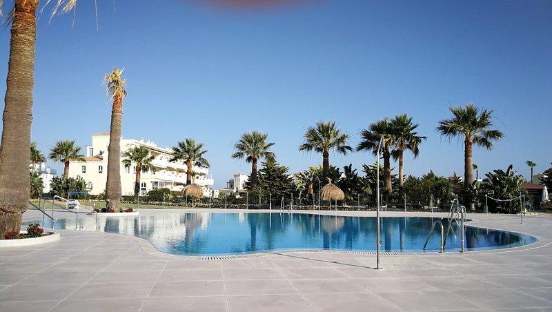 Spectacular 2 Bedrooms with Sea Views, vacation rental in El Faro