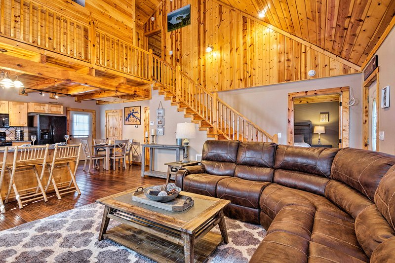 Cozy Cabin Retreat w/ Deck By Golf & Bass Fishing!, vacation rental in Albany