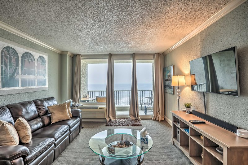 NEW! Oceanfront Condo w/ Pool Access & Balcony!, holiday rental in Arcadian Shores