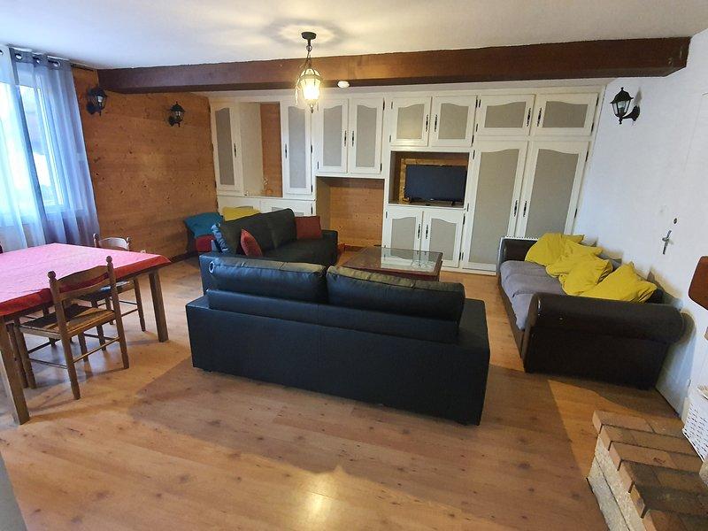 Gîte à Dompierre sur Besbre jusqu'à 10 personnes, proche parc le Pal, location de vacances à Thiel-sur-Acolin