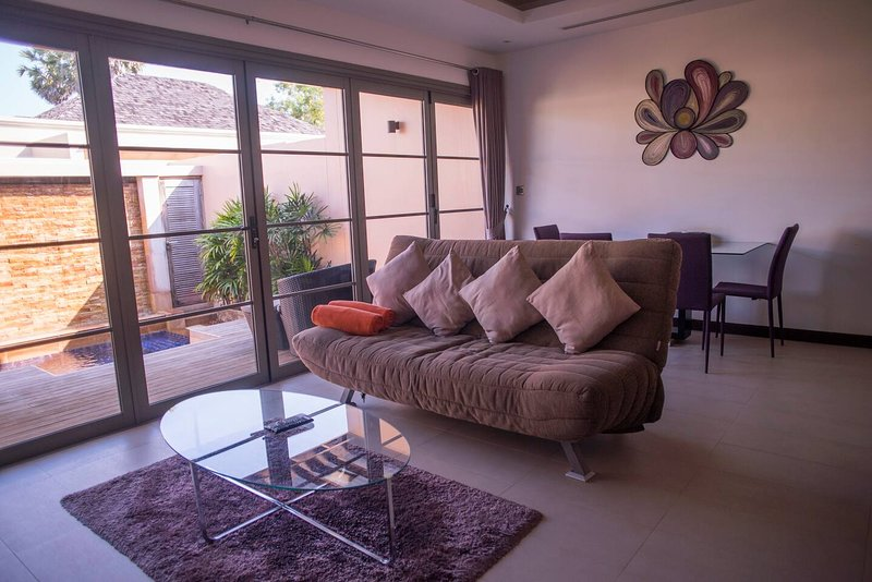 Luxury 1 bedroom pool Villa near beach and shops, holiday rental in Phuket Town
