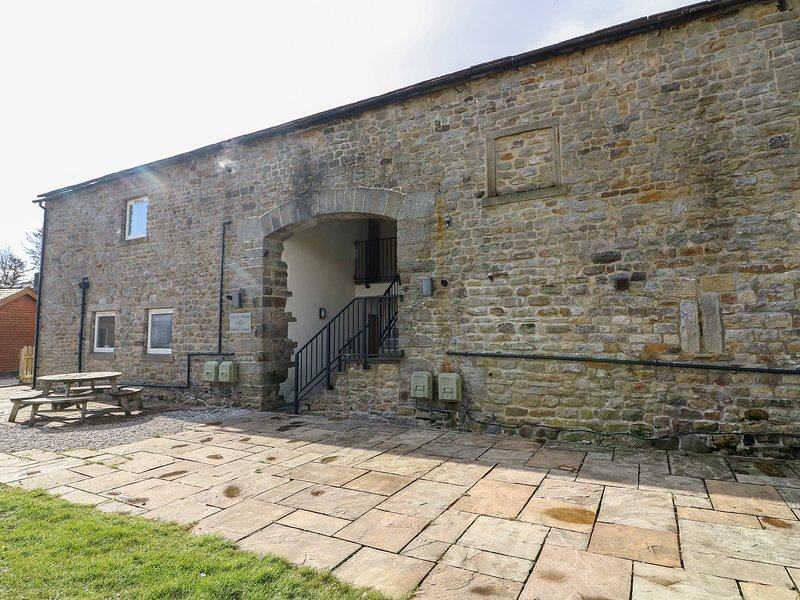 AUSTWICK, pet-friendly, en-suite shower room, on-site facilities including, holiday rental in Bolton by Bowland