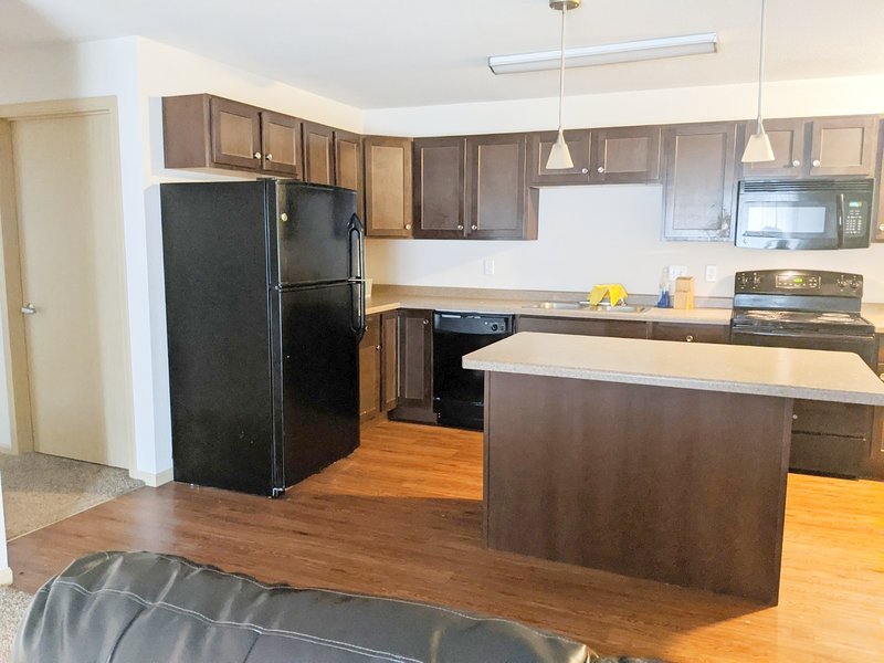 WC-New! 2BR/2BA Upscale (Everything Included!) – semesterbostad i Keene