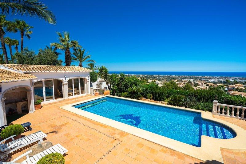 Marvelous villa with panoramic sea view & pool, vacation rental in Muntanya la Sella
