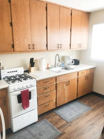 2 bed, 1 bath cozy short term Apt! Williston, ND, vacation rental in North Dakota